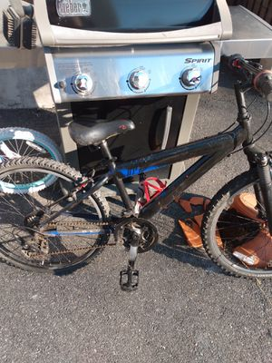 18 speed trek mountain bike with front shocks everything works great back tire is flat but sure just needs air for Sale in Malden, MA
