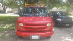 2002 Chevy Express 2500 for Sale in Houston, TX