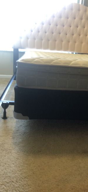 BRAND NEW MATTRESS AND BOX SCREEN for Sale in Lansing, MI