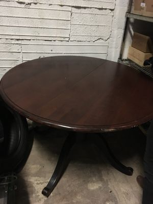 Round wooden table for Sale in Chicago, IL