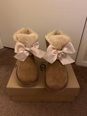 100% Authentic Brand New in Box UGG Gita Bow Mini Boots / Color: Chestnut / Women size 9 for Sale in Walnut Creek, CA