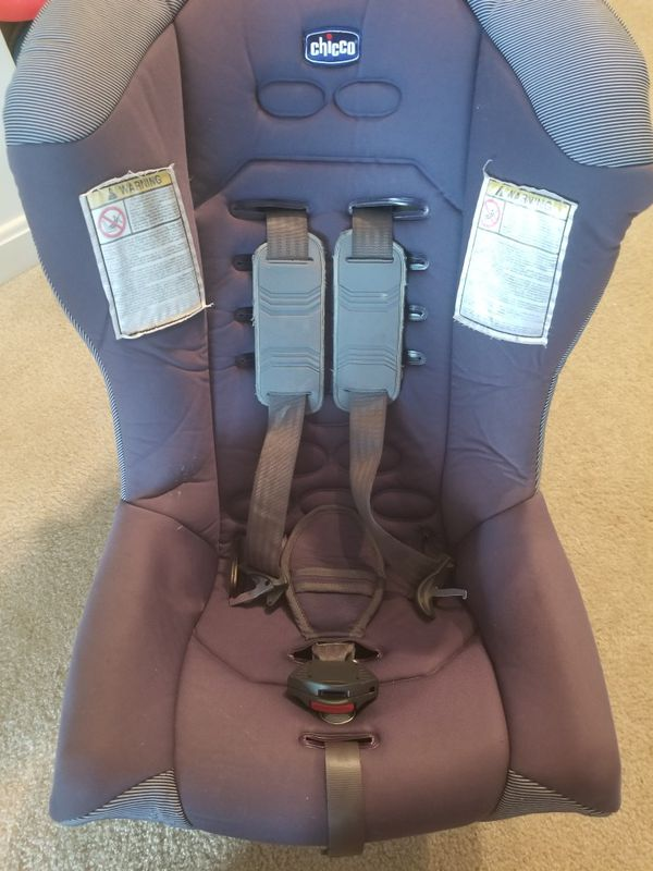 Chicco baby carseat, up to 40 lbs, reclines