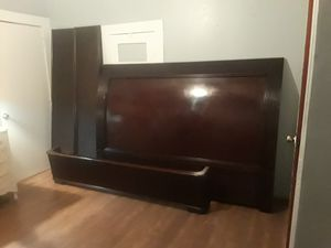 Bernhardt King sleigh bed frame for Sale in Bowie, TX
