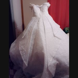 Long wedding dress for Sale in Springfield, MA