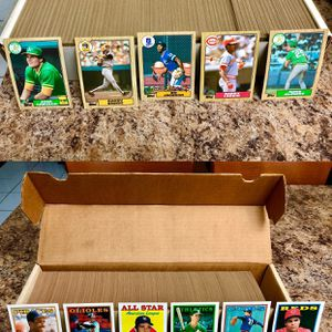Baseball Cards: 1987 Topps Baseball Card Complete Set (792 Cards) & 1988 Topps 700-Card Lot (No Duplicates) for Sale in Hialeah, FL