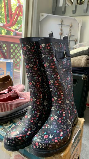 Rain boots size 7 for Sale in Kernersville, NC