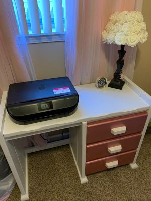 Dask and dresser for little girls room for Sale in Garden City, MI