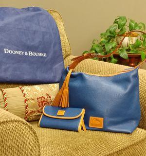 Dooney & Bourke handbag and wallet set for Sale in Tacoma, WA
