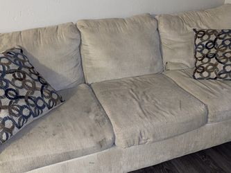 Couch (3 seater) for Sale in Arlington,  TX