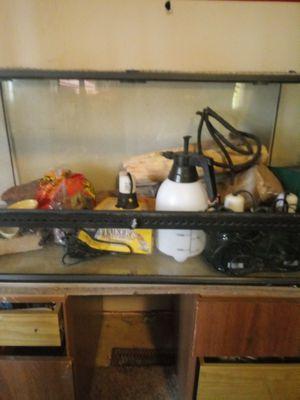 35 or 45 gallon reptile terrarium for Sale in Sioux Falls, SD