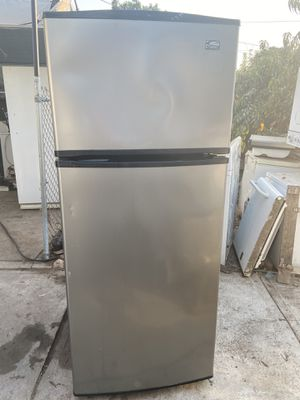 Whirlpool refrigerator for Sale in Fresno, CA