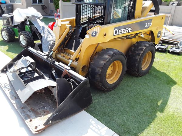 Trade or Sell Tractor john deere 320