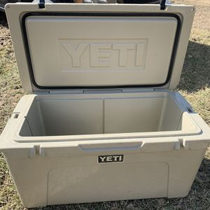 Yeti Tundra 75qt Cooler for Sale in Baytown, TX