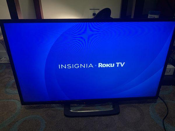 """Insignia™ - 32"""" Class (31.5"""" Diag.) - LED - 1080p - Smart - HDTV Roku TV"""