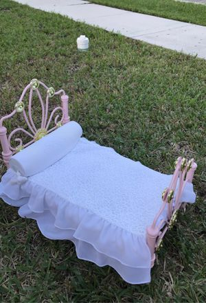 """""""Rebecca"""" American Girl Dog Bed, Mattress and quilt/pillow for Sale in Miramar, FL"""