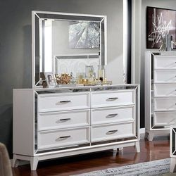 WHITE FINISH MIRROR TRIM 6 DRAWER DRESSER CABINET - MIRROR NOT INCLUDED - TOCADOR SIN ESPEJO for Sale in Bell Gardens,  CA