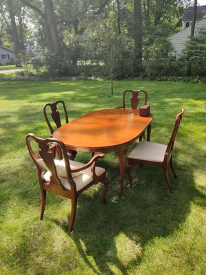 Queen Anne Style, Mahogany Dining Room or Breakfast Table for Sale in Bloomfield Hills, MI