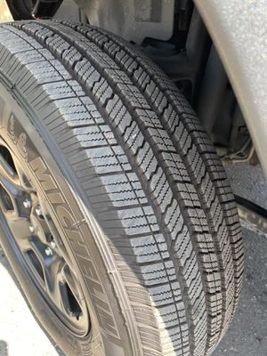Set of 5 stock rims and almost new tires for Jeep Jk for Sale in Fontana, CA