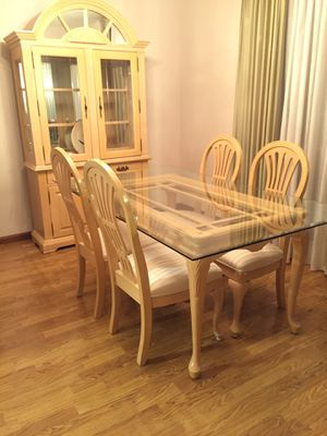 Kitchen table and cabinet for Sale in Strongsville, OH