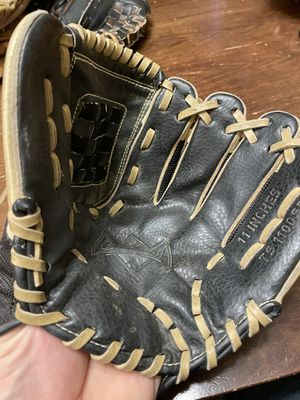 Adidas Easy Close Baseball glove for Sale in Aurora, IL