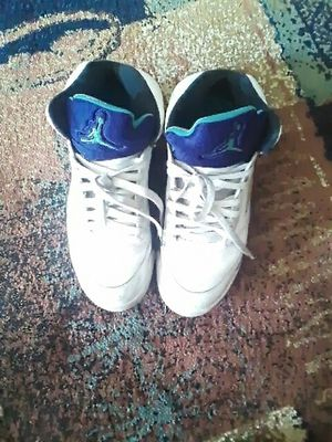 Grape 5s Sz 9 condition 7\10 for Sale in Fort Washington, MD