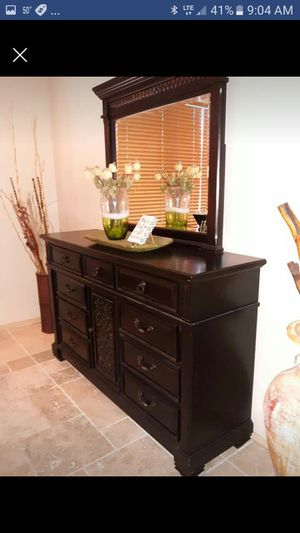 Beautiful dresser with mirror for Sale in Mesa, AZ
