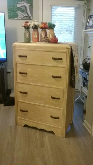 Antique dresser for Sale in Raleigh, NC