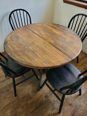 Kitchen table and chairs for Sale in Oklahoma City, OK