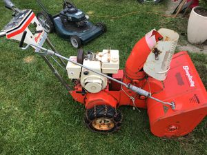 Simplicity snow blower runs good just don't need anymore for Sale in Oshkosh, WI