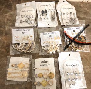 Earrings and hair clips $5 each for Sale in Glendale, AZ