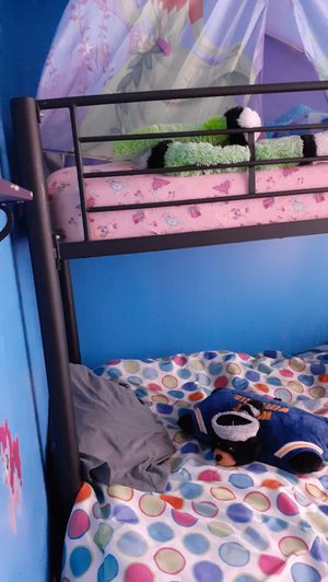 Black iron bunk bed for Sale in Inwood, WV