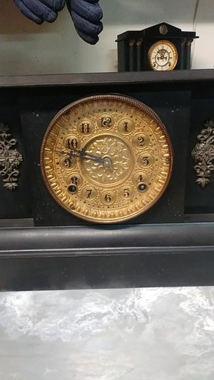 Antique Mantle clock for Sale in Riverside, CA