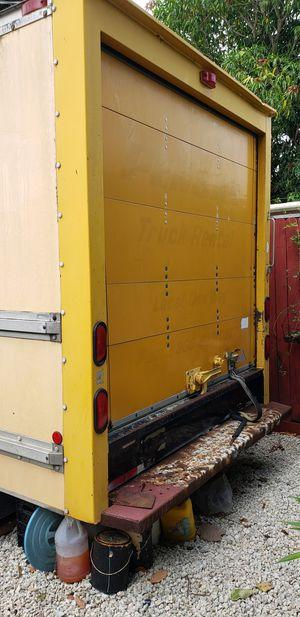 Enclosed trailer multiples uses... 10 x 8 quedan solo horas y aumentara su valor . Pueden convertirlo en un habitacion como RV para excursiones. for Sale in Hialeah, FL