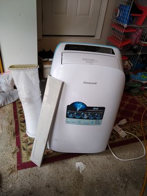 Honeywell 4 in 1 air conditioner heater dehumidifier fan for Sale in Troy, MI
