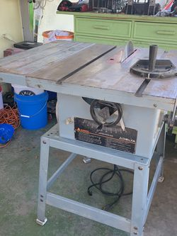 10in Delta Table Saw for Sale in St. Petersburg,  FL