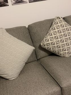 Pillows From City Furniture (buy 3 Get One Free) for Sale in Miami,  FL