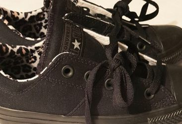 New Women's Chuck Taylor Converse for Sale in Raleigh,  NC
