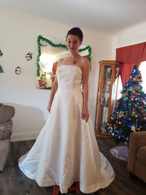 Wedding Dress Size 6 for Sale in Yucca Valley, CA