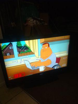 READ DISCRIPTION 42 in Vizio flat screen TV Has great color and picture 42 in Vizio flat screen TV for Sale in Glendale, AZ