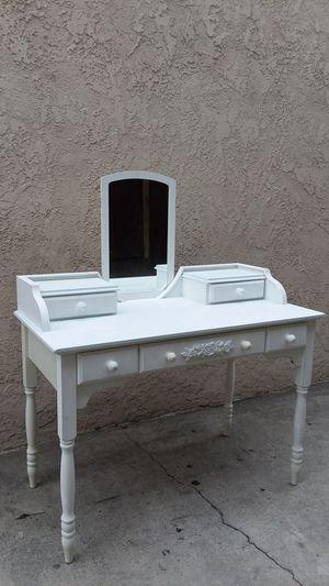 VANITY DESK for Sale in Whittier, CA