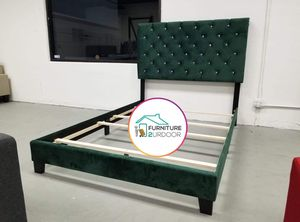 New Glam Green Velvet Queen Size Bed Frame - Financing Available for Sale in Hemet, CA