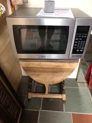 Magic Chef Microwave for Sale in Lambertville, NJ