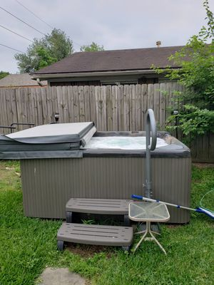 Beachcomber 8 man hot tub for Sale in Katy, TX