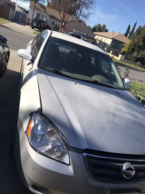 2005 Nissan Altima , needs new engine, has 4 new tires for Sale in Pico Rivera, CA