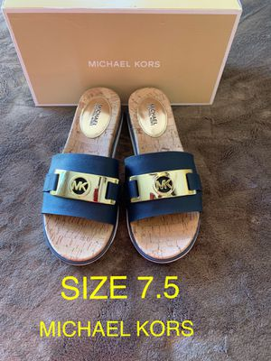 MICHAEL KORS SIZE 7.5 $60 Dlls NUEVO ORIGINAL for Sale in Fontana, CA