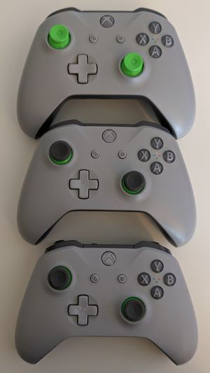 Xbox One Controllers Grey (3) for Sale in Richland Hills, TX