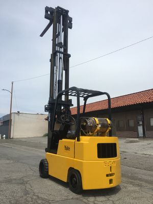 Yale forklift 5000lbs !!side shift!! Low hours for Sale in Las Vegas, NV