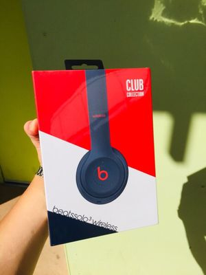 "Beats Solo3 Wireless Headphones-Beats Club Collection-Club Navy S4 ""Not even opened"" for Sale in Austin, TX"