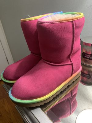 Ugg Boots Girls size 4 for Sale in The Bronx, NY