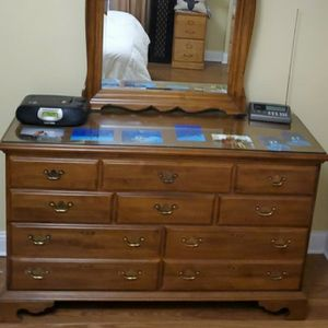 4 Piece Wood Queen Bedroom Set Long Dresser 56L x 19d x 35h Tall Dresser 33L x 19d x 47h End Table 22L x 16d x 24h All Glass Tops Included for Sale in Brookfield, IL